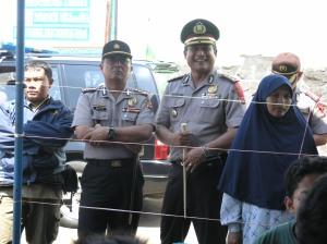 Kapolwil Cirebon didampingi Kapolres Kuningan memantau pelaksanaan proses pemungutan suara di salahsatu TPS di Kuningan