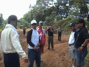 Bupati, Wakil Bupati Kuningan, Dandim 0615 dan Kapolres Kuningan berbincang-bincang di sela-sela waktu istirahat