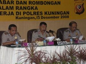 Kapolda Jabar Irjen Pol Drs. Timur Pradopo didampingi Kapolwil Cirebon dan Irwasda Polda Jabar