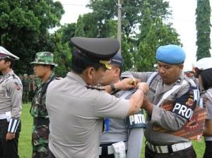 Penyematan Tanda Pita tanda dimulainya Ops Lilin Lodaya 2008