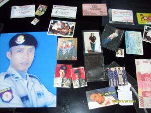 Dompet yang berisi KTP, Photo berseragam Dalmas diamankan sebagai Barang Bukti