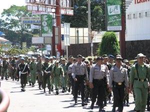 Jalan santai bersama memupuk kebersamaan dalam rangka pengamanan Pemilu 2009