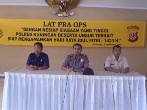 Waka Polres Kuningan Kompol Adi Wijaya, SIk memberikan arahan sebelum dimulainya Latihan Pra Operasi Ketupat Lodaya 2009