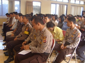 Para anggota menyimak arahan para pemberi materi Lat pra Ops Ketupat Lodaya 2009