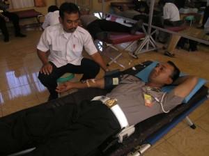 Donor Darah Anggota Polres Kuningan di Aula Jananuraga