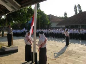 Upacara Pengibaran Bendera Merah Putih di SMPN 3 Ciawigebang
