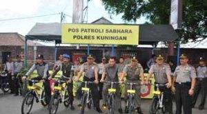 Kapolres AKBP Wahyu Bintono HB SIK MH bersama Kadishub, Sub Denpom, Sat Pol PP di depan Posko Patroli Sabhara Polres Kuningan